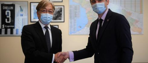 პარლამენტის თავმჯდომარის მოადგილე კახაბერ კუჭავა იაპონიის საგანგებო და სრულუფლებიან ელჩს საქართველოში, ტადაჰარუ უეჰარას შეხვდა